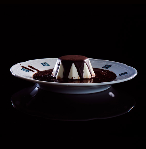 Panna cotta Dai Dai servita con cioccolato